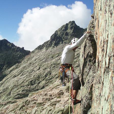 Curso escalada cuenca toledo caminos da roca for Roca toledo
